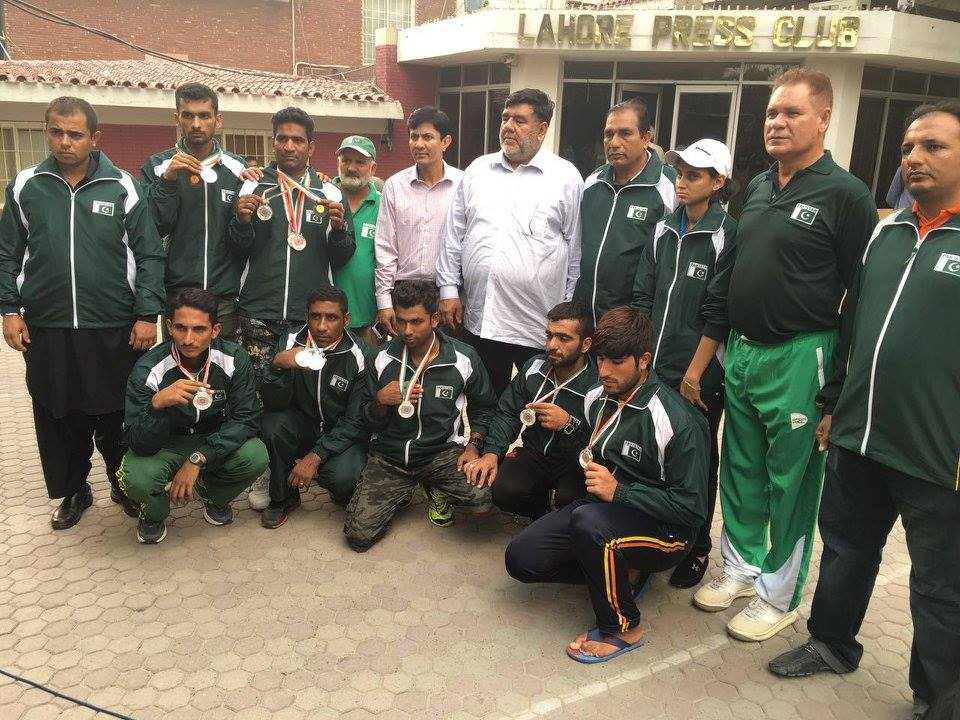 Pakistan National Cycling Team welcomed on Wahga Border